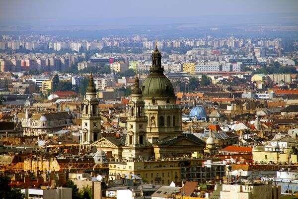 Budapestre és négy vidéki városba hív az idei Séták Éjszakája